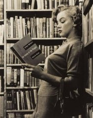 1951. Marilyn Monroe reading Arthur Miller's adaptation of Ibsen's An Enemy of the People (En Folkefiende).
